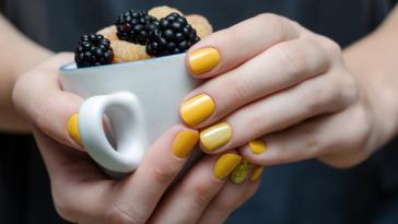 жълти нокти